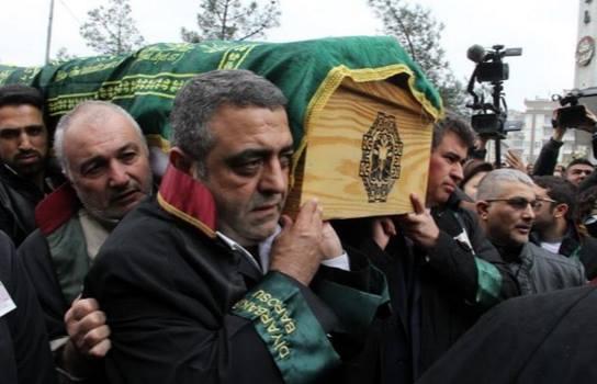 Погребания в Турция събра 50 000