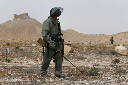 Руските сапьори в Сирия открили миниран склад с 12 хиляди големи боеприпаса