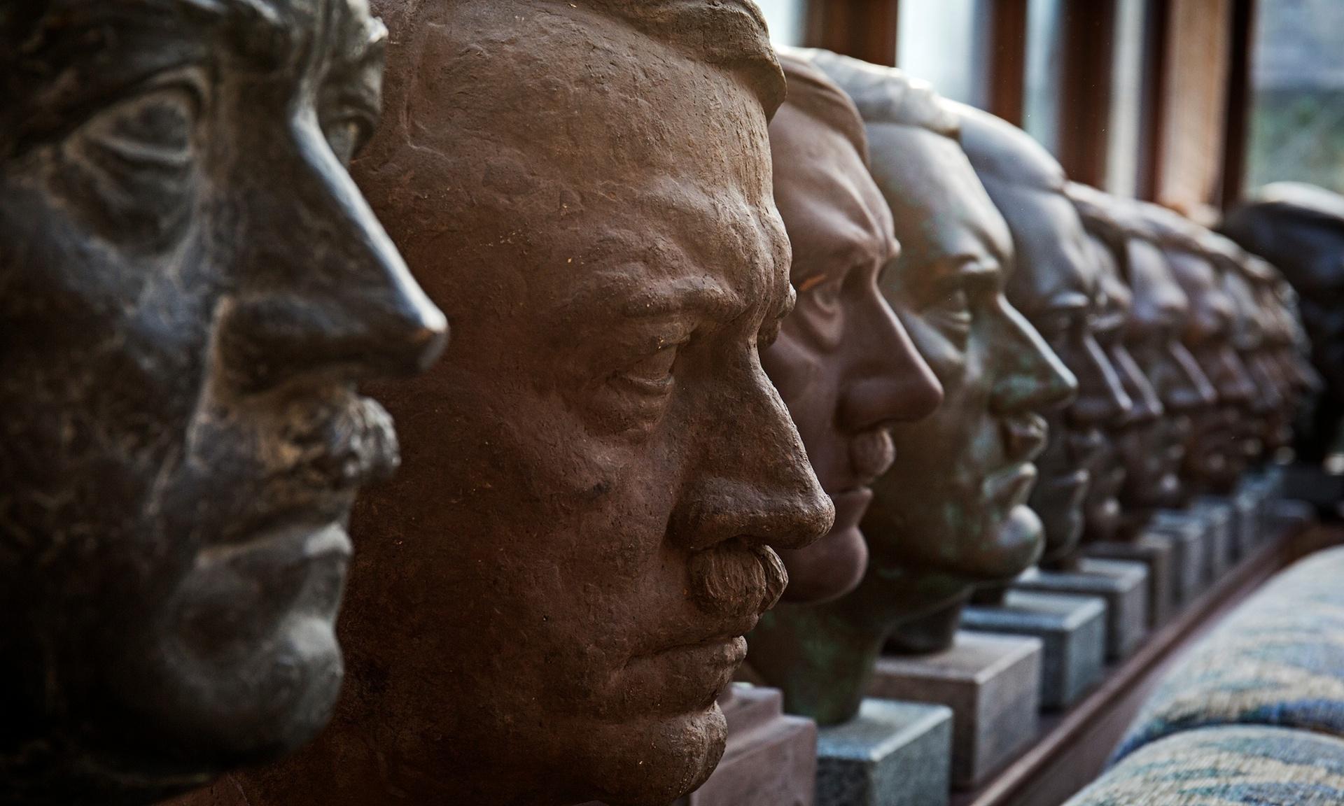 Паметник на Хитлер в центъра на София !