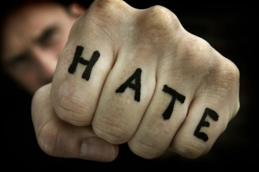 Задава се ураганът на омразата!